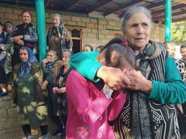 Bərdə 7 yaşlı Aysuyla vidalaşdı - FOTO