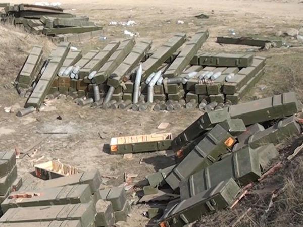 Düşmənin döyüş meydanında atıb qaçdığı hərbi texnika - VİDEO