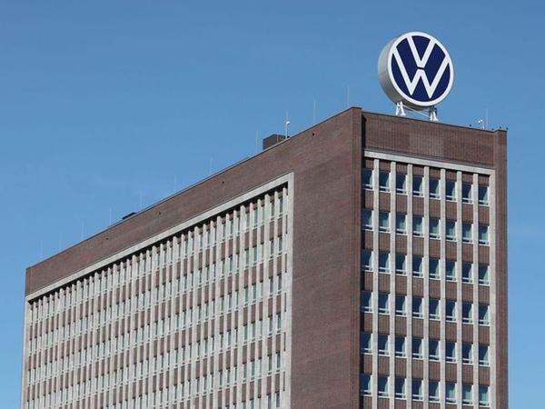 """""""Volkswagen""""in mənfəəti altı dəfədən çox azalıb"""