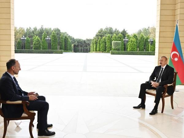 """Azərbaycan Prezidenti: """"Bu, bizimlə Ermənistan arasında olan döyüşdür və hər kəs ondan uzaqda durmalıdır"""""""