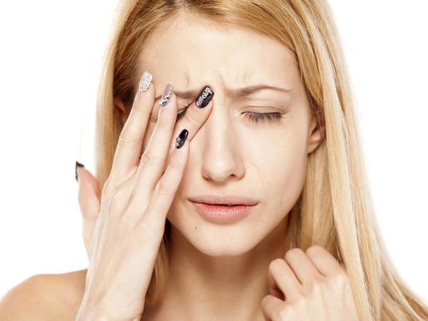 Heç vaxt gözlərinizi ovxalamayın! Ciddi göz problemlərinə səbəb olur