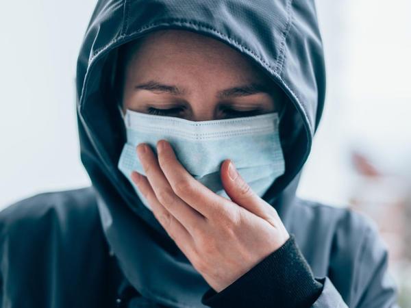 """Açıq havada koronavirusa yoluxma riski var-Professordan maska <span class=""""color_red"""">TÖVSİYƏSİ</span>"""