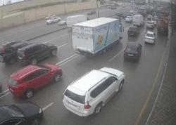 """Bakıda yol qəzası tıxaca səbəb oldu - <span class=""""color_red"""">Avtobuslar gecikir - FOTO</span>"""