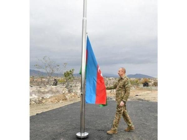 Prezident İlham Əliyev Ağdamda Azərbaycan bayrağını qaldırdı - FOTO
