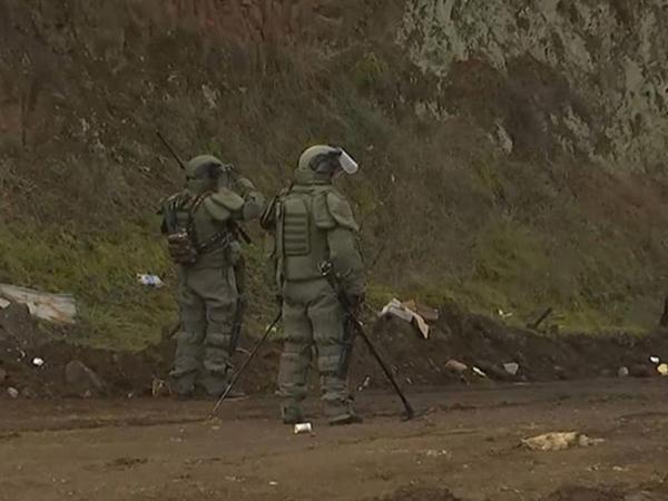 Rus hərbçilər Qarabağda mina təmizləməyə davam edirlər - VİDEO