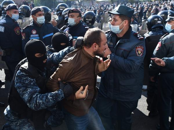 """""""Qərb Paşinyan hakimiyyətini qorumaq üçün onun daxildəki cinayətlərinə susur"""""""