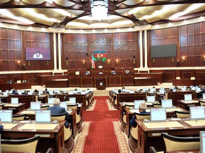 Bu gün deputatlar 11 məsələ barədə qərar verəcək