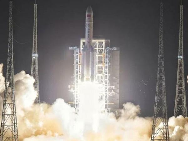 Çinin pilotsuz kosmik gəmisi Aya göndərildi