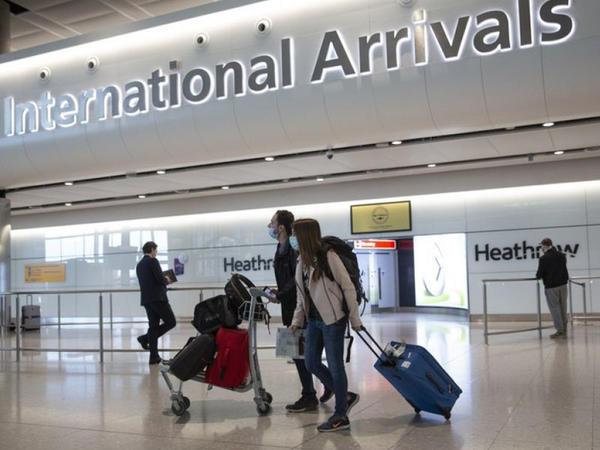 Böyük Britaniyaya gələn turistlərin karantin qaydalarına dəyişiklik olunub