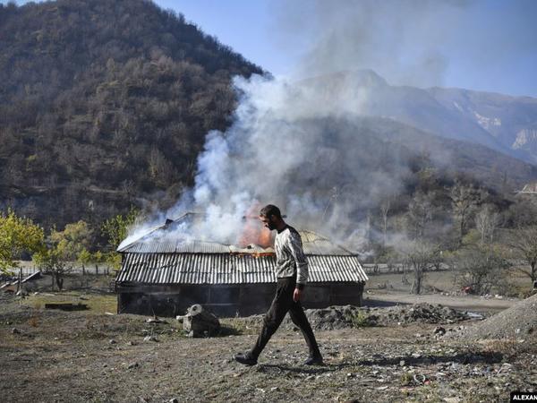 Ermənilər şokda: Özlərinin yandırdığı kənddə yaşayacaqlar - FOTO
