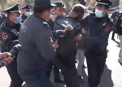 Yerevanda etirazçılar parlamentin qarşısına toplaşıb