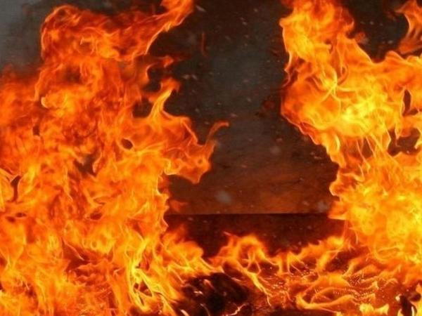 Ev və zirzəmisinə yığılan 8 ton ot bağlaması yandı