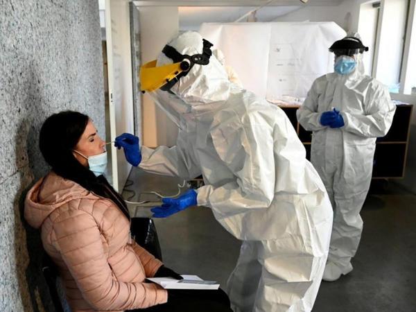 Slovakiya hökuməti kütləvi koronavirus testlərini qeyri-müəyyən müddətə təxirə salıb