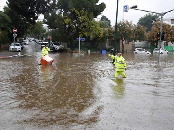 İsraili sel basdı - FOTO
