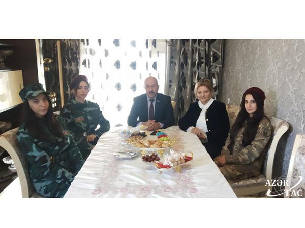 Baxışovlar ailəsi 27 illik həsrətdən sonra Kəlbəcərin azad edilməsinin sevincini yaşayır - FOTO