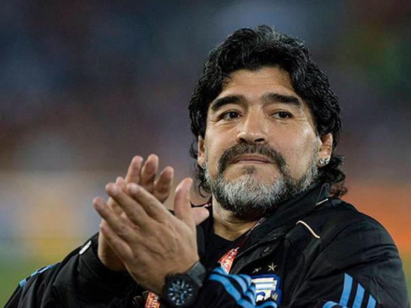 Buenos-Ayres hava limanında Maradonanın heykəli qoyulacaq