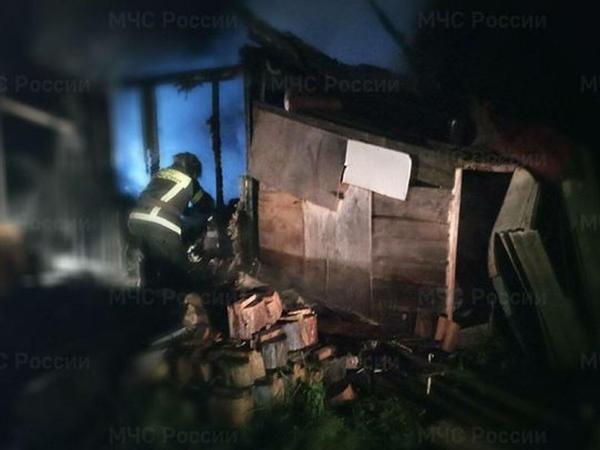 """Rusiyada ev yandı: <span class=""""color_red"""">2 nəfər öldü</span>"""