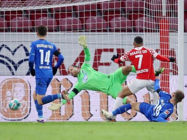 Bundesliqada hər iki oyun heç-heçə bitib