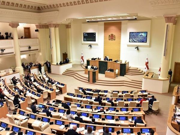 """Parlamentin 60 deputatı öz mandatından imtina etmək niyyətindədir - <span class=""""color_red"""">Gürcüstanda</span>"""