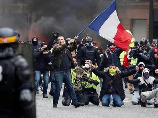 Fransada aksiyalar zamanı 62 polis əməkdaşı yaralanıb