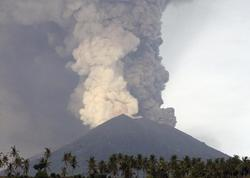 """Levotolo vulkanı yenidən püskürməyə başladı - <span class=""""color_red"""">Kül sütunu 4 km-ya qədər yüksəkliyə qalxıb - VİDEO</span>"""