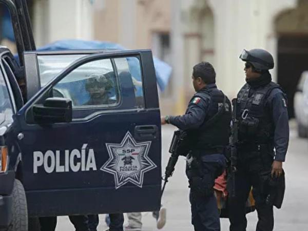 "Meksikada silahlı hücum: <span class=""color_red"">2 nəfər öldü, 16 yaralı var</span>"