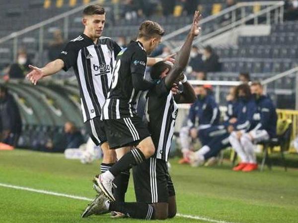 """7 qollu İstanbul derbisini """"Beşiktaş"""" qazandı"""