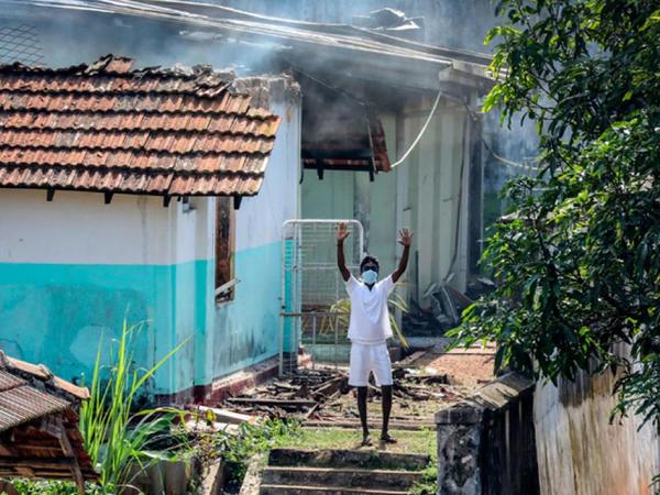 """Şri-Lanka həbsxanasında dustaqlar """"koronavirus"""" qiyamı qaldırıb"""