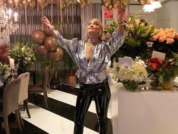 Rita Ora karantin qaydalarını pozdu