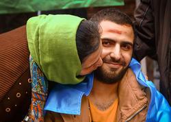"""Döyüşdə bir ayağını itirən <span class=""""color_red"""">23 yaşlı Abbas belə qarşılandı - FOTO</span>"""