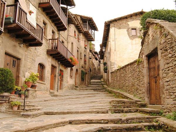 Pandemiya səbəbindən İspaniyaya gələn turistlərin sayı 76 faiz azalıb