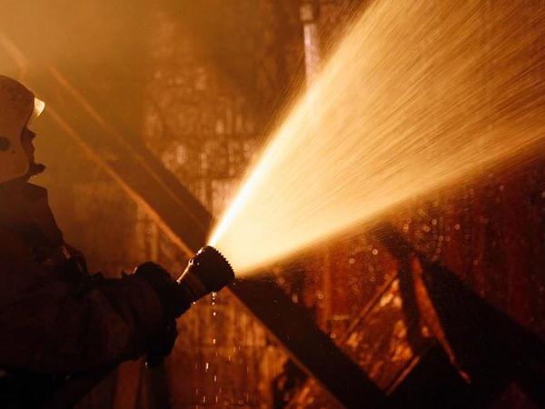 Yerevanda zavod yanıb