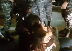 """Ermənistanda polis oturaq aksiyanı dağıtdı, <span class=""""color_red"""">tutulanlar var</span>"""