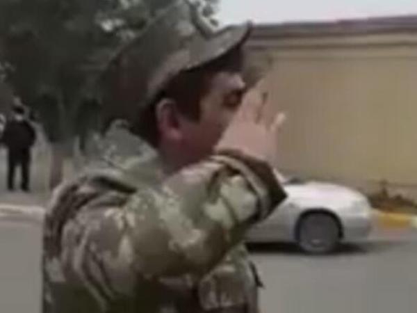 """Qarabağ qazisinin bu videosu hər kəsi KÖVRƏLTDİ - <span class=""""color_red"""">VİDEO</span>"""