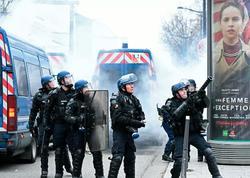 Parisdə polis aksiya iştirakçılarına qarşı gözyaşardıcı qazdan istifadə edib