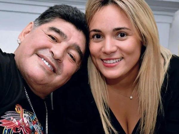 """Maradona ilə bağlı qorxunc iddia: <span class=""""color_red"""">Döyüb, nərdivandan aşağı atıb</span>"""