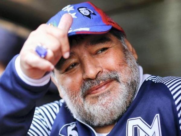 """""""Napoli""""nin stadionuna Maradonanın adı verildi"""