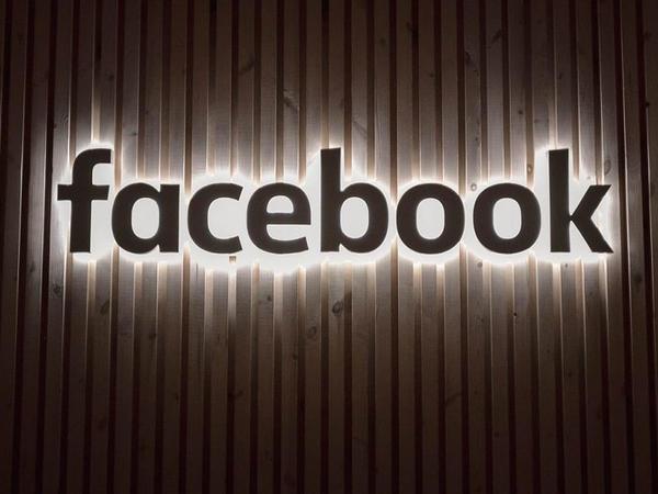 Facebook xüsusi bildiriş vasitəsilə iOS istifadəçilərinə təsir göstərməyə çalışır