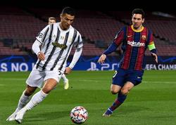 """Messi Ronaldunun qarşısında diz çökür - <span class=""""color_red"""">Aveyrodan paylaşım</span>"""