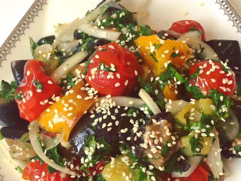Bayramda süfrənizi gözəlləşdirin – Badımcanlı salat resepti