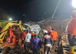 """Yava adasında torpaq sürüşdü: <span class=""""color_red"""">11 nəfər öldü</span>"""