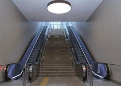 """Metronun &quot;8 noyabr&quot; stansiyasında 17 eskalator, <span class=""""color_red"""">3 lift quraşdırıldı</span>"""