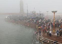 """Yüz minlərlə hindistanlı dini festivalda - <span class=""""color_red"""">Virusu heçə saydılar - FOTO</span>"""