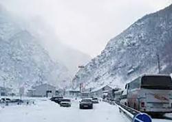 Gürcüstandan Rusiyaya gedən avtomobil magistralında 10 kilometr uzunluğunda tıxac yaranıb - FOTO