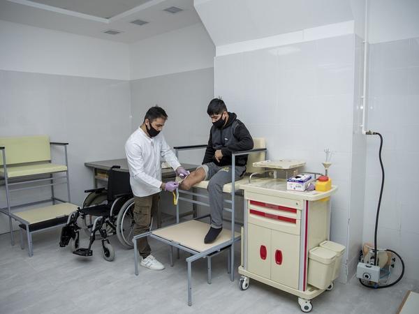Daha bir qazi yüksək texnologiyalı protezlə təmin edilir - FOTO