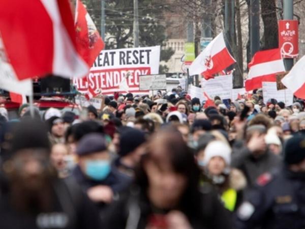 Sərt karantin rejiminin uzadılması Avstriyada etirazlara səbəb oldu