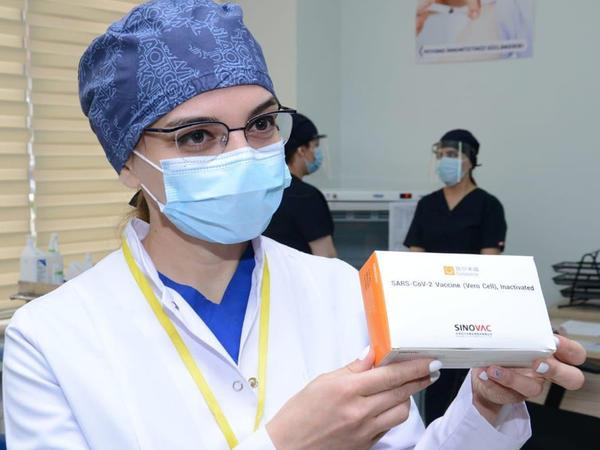 Tibb işçilərinin koronavirusa qarşı vaksinasiyasına start verildi - FOTO
