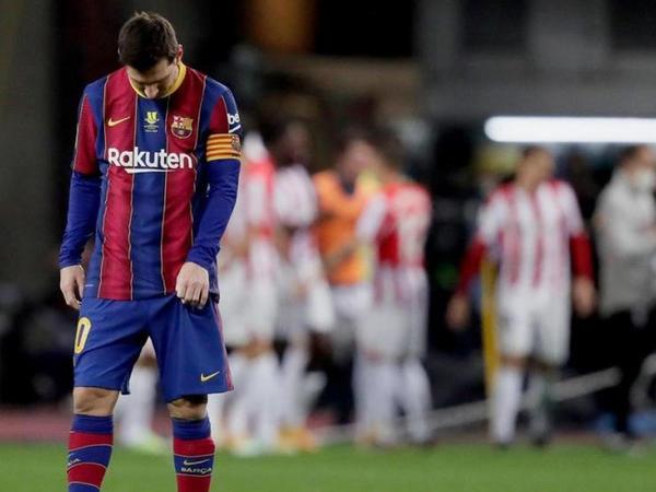 """Messi ağır cəzalana bilər - <span class=""""color_red"""">Rəqibi vurduğu üçün</span>"""