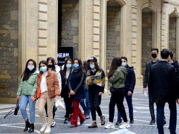 """Koronavirusdan sağalan insanlar da maskadan istifadə etməlidir - <span class=""""color_red"""">Səhiyyə Nazirliyi</span>"""