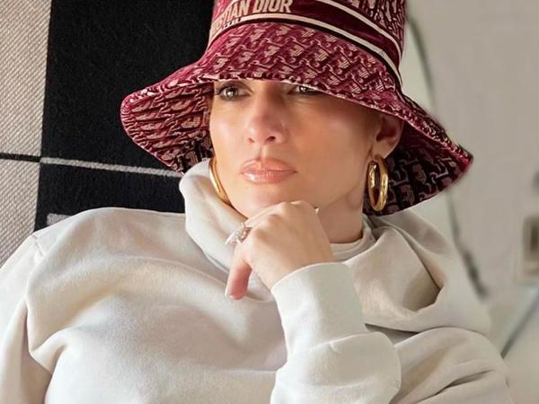 "Ekspert 51 yaşlı Cennifer Lopesin gənclik sirrini açıqladı - <span class=""color_red"">VİDEO</span>"